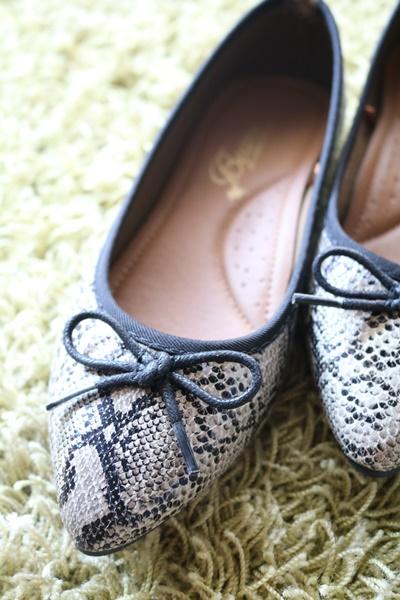 足が小さい人にオススメのシューズショップは?色やサイズが豊富なAmiAmiがいい!