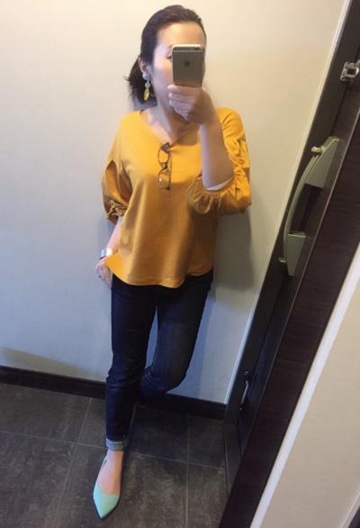 ふんわり袖が可愛い!GUのトップスに綺麗色ペタ靴を合わせたコーデ♪