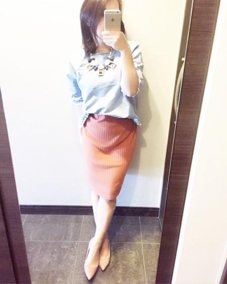 小柄女性 タイトスカート