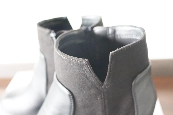 黒のショートブーツ カッティングが綺麗