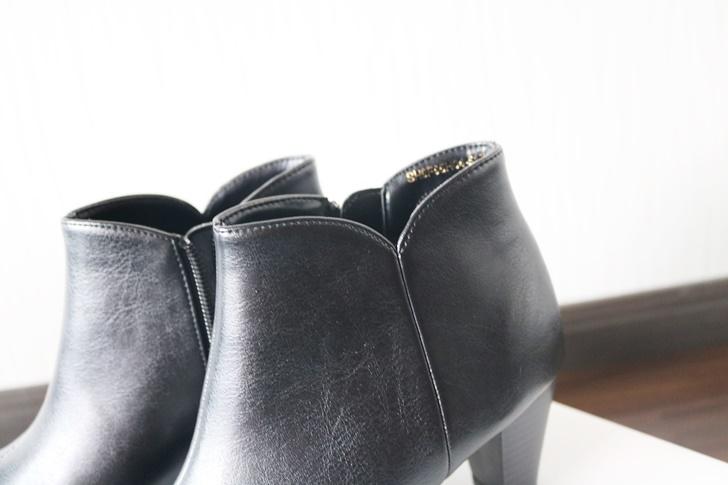 黒のショートブーツ ヴェリココ