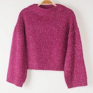 紫のセーター