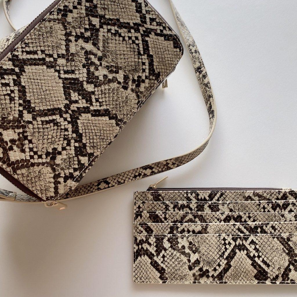 お財布内蔵のバッグ