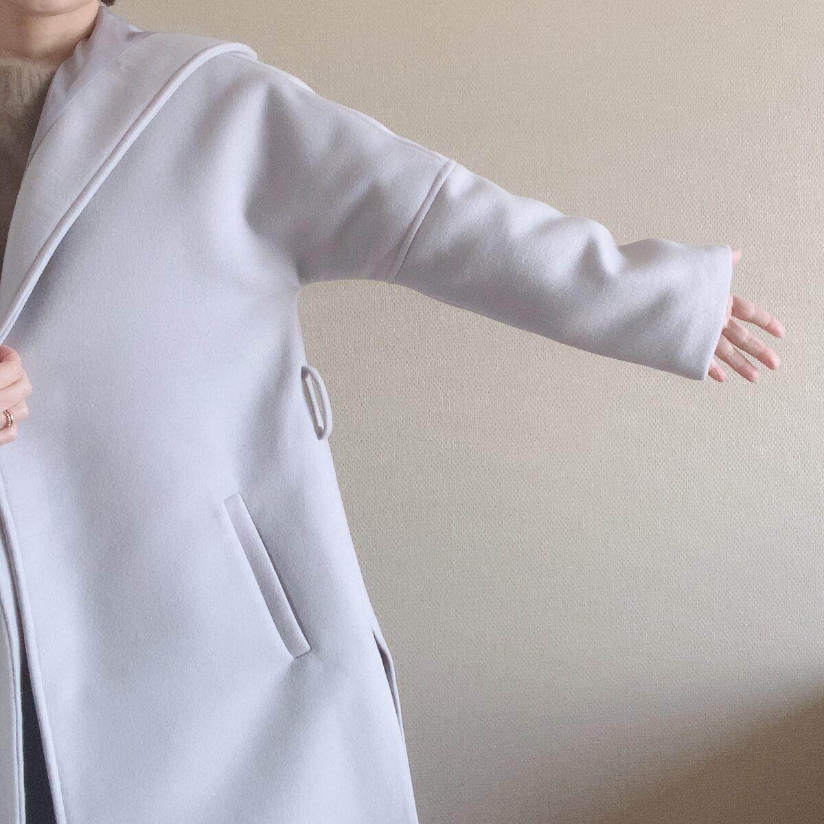 小柄女性 腕周りが広いコート