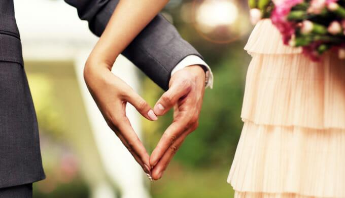 小柄が結婚式に出席する服がない